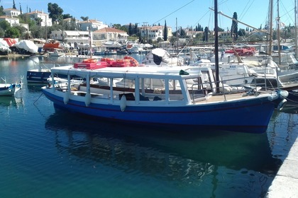 Rental Motorboat Greek spetses xilino 1986 Spetses
