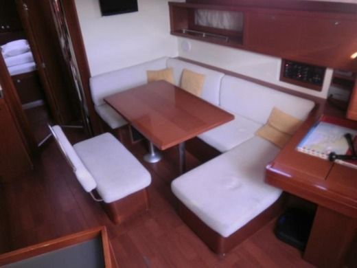Beneteau Oceanis 45 in Pula for hire