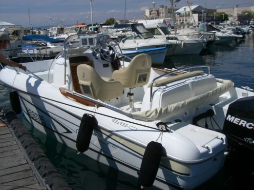 Beneteau Flyer 650 Open in Marseille zu vermieten