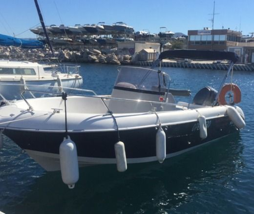 Motorboat Pacific Craft 630 peer-to-peer