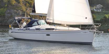 Charter Sailboat Bavaria 35 Cruiser Genoa