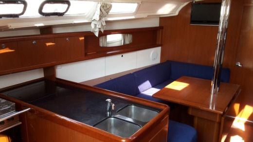 BENETEAU Oceanis 37 in Pomer for hire