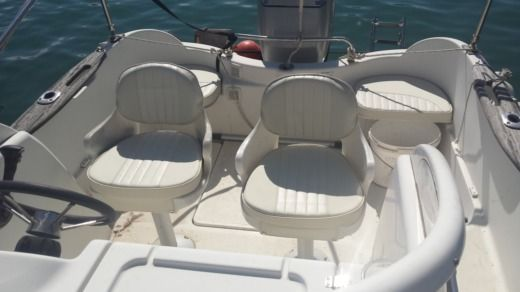 Motorboat Quicksilver 550Wa for hire