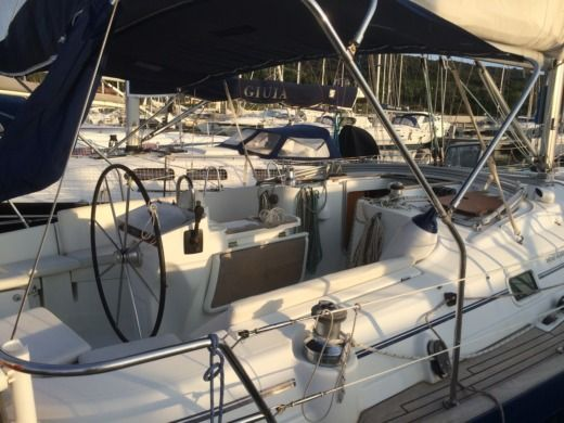 Beneteau Oceanis 411 in Scarlino Scalo for hire