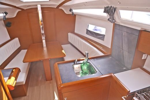 Sailboat Jeanneau Sun Odyssey 349 peer-to-peer