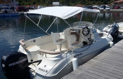 Motorboat QUICKSILVER 470 CABINE for hire