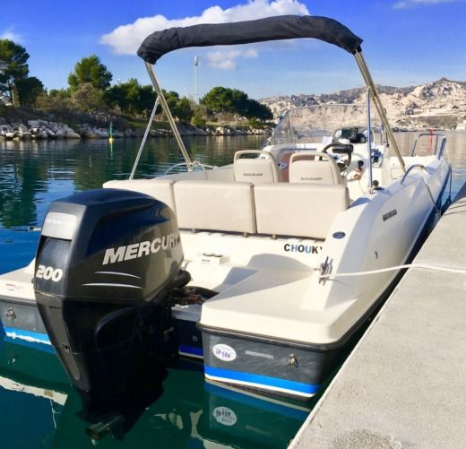 Motorboat Quicksilver 675 Activ 200 Ch peer-to-peer