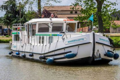 Rental Houseboat Pénichettes® P1400 Flying Bridge Agen