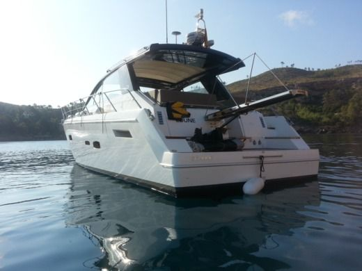 Motorboat Sealine Sc47 for hire