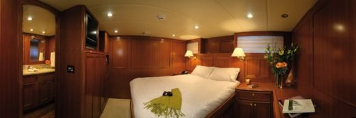 Motorboat Luxury Yacht 24M for hire
