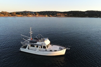 Hire Motorboat GRAND BANKS EUROPA 42 Grimaud