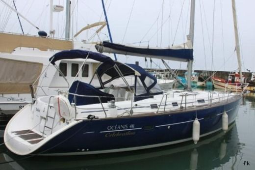Sailboat BENETEAU 411 Elegant for hire