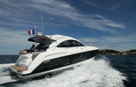Charter motorboat in Hyères peer-to-peer