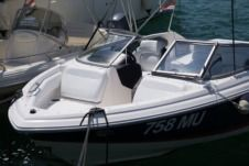 Motorboat Regal 2000