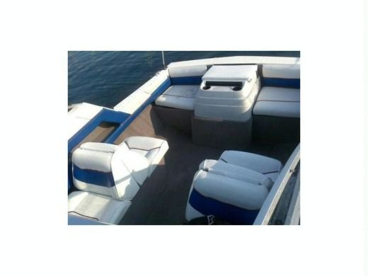 Motorboat Bayliner Classic for hire