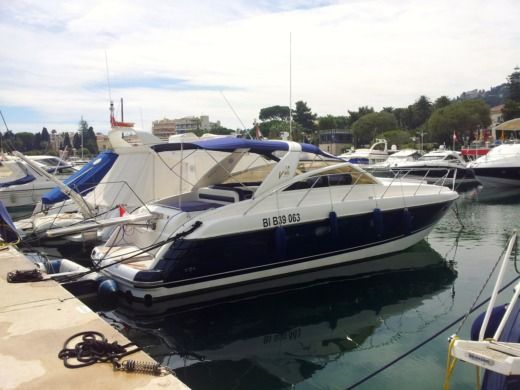 Princess V40 a Monaco tra privati