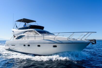 Hire Motorboat FERRETTI 430 Fly Split