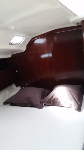 Sailboat BENETEAU FIRST45F5 peer-to-peer