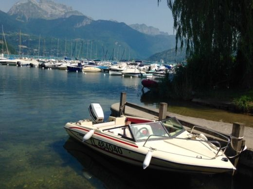 Glastron SSV144 in Talloires for hire