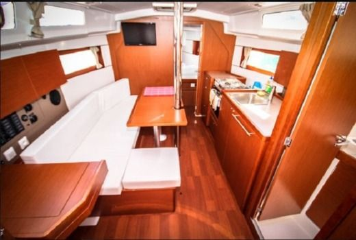 Beneteau Oceanis 35 in Split peer-to-peer