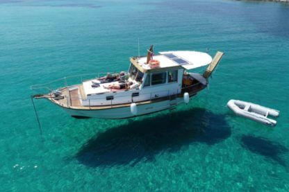 Charter Motorboat Wooden Liberty Paros