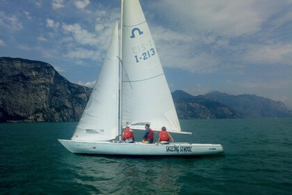 Hire Sailboat Soling 8,15 Brenzone sul Garda
