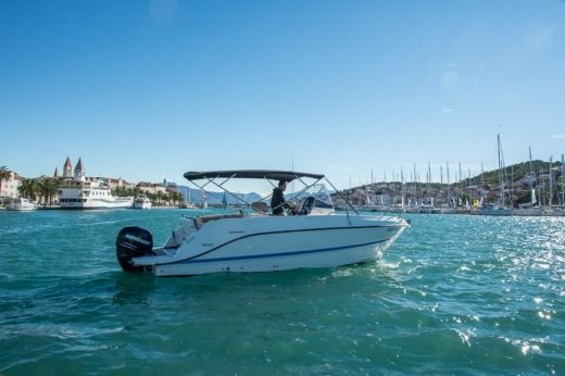 QUICKSILVER Activ 805 Open in Trogir zu vermieten