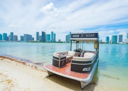 Charter Motorboat Pontoon Boat 27 Miami Beach