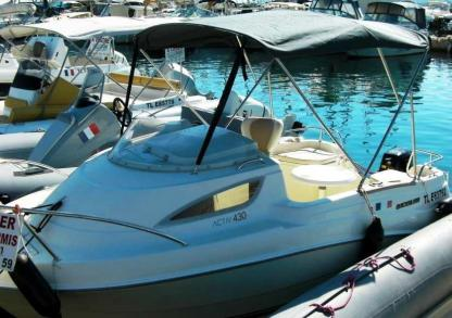 Charter Motorboat Quicksilver 430 Cabine Cogolin