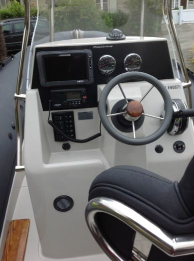 Pro Marine Manta 680 in Fouesnant for hire