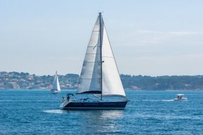 Rental Sailboat Beneteau Oceanis 423 Performance - Location Avec Skipper Pr Bandol