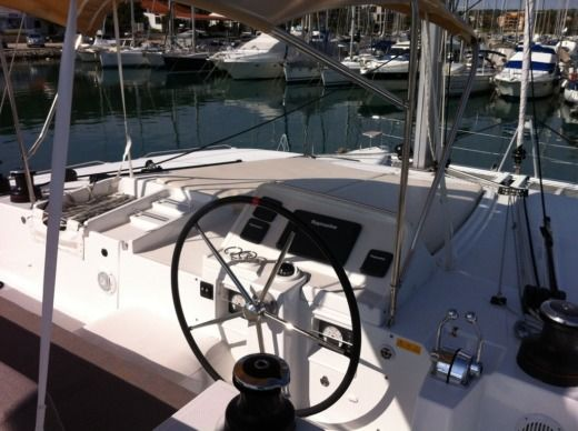Lagoon Lagoon 45 in Pomer for hire
