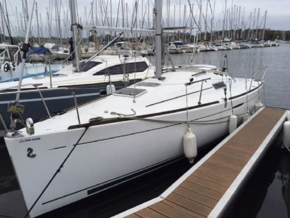 Charter Sailboat Beneteau First 25.7 Arzal