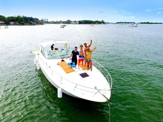 Rental motorboat in Miami