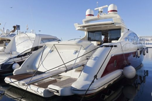 Motorboat Azimut 68S peer-to-peer