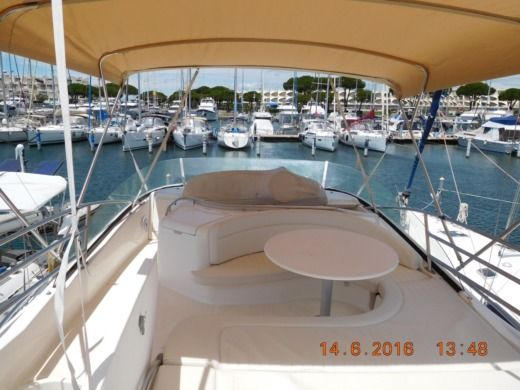 Jeanneau Prestige 46 Fly in Port-Camargue peer-to-peer