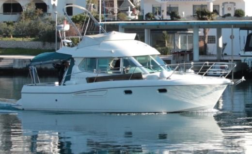 Motorboat JEANNEAU 925 for hire
