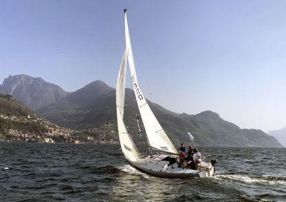 Charter Sailboat J Boats J 24 Dervio
