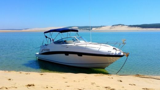 Motorboat Four Winns Vista 268 for hire