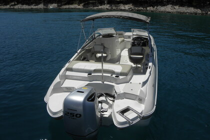 Hire Motorboat STINGRAY 234 Tisno