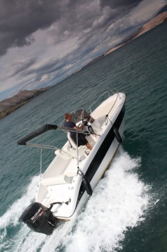 Charter motorboat in Pag