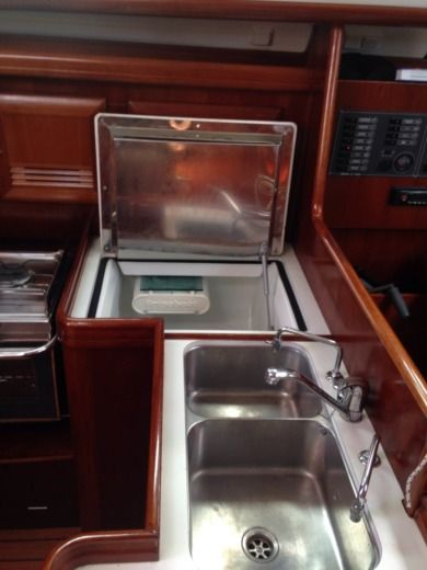 Sailboat Beneteau Oceanis 373 Clipper peer-to-peer