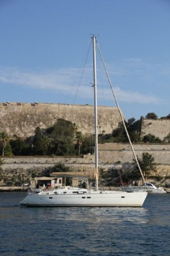 Beneteau Oceanis Clipper 423 in Ta' Xbiex for hire