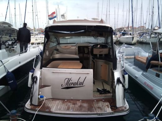 Motorboat Grginic Yachting Mirakul 30 Hardtop for hire