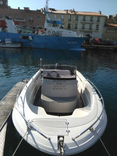Motorboat Pacific Craft Open for hire