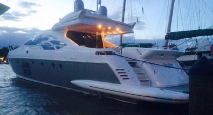 Rental Motorboat Azimut 86S Miami