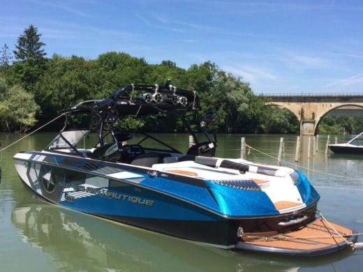 Motorboat Nautique Super Air Nautique G23 peer-to-peer