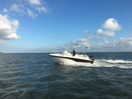 Motorboat Pro Marine Belone 640 peer-to-peer