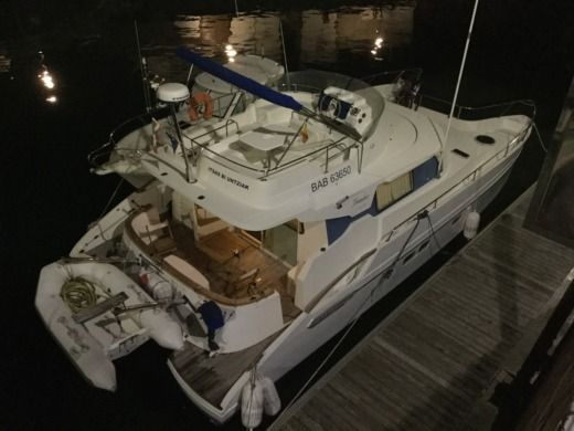 Motorboat Fontaine Pajot Maryland 37 for hire