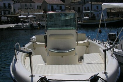 Hire Motorboat Mingolla Young 16 Paxi